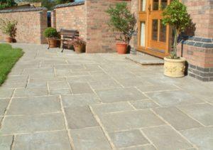 stonecraft_courtyard_old_grey_lifestyle