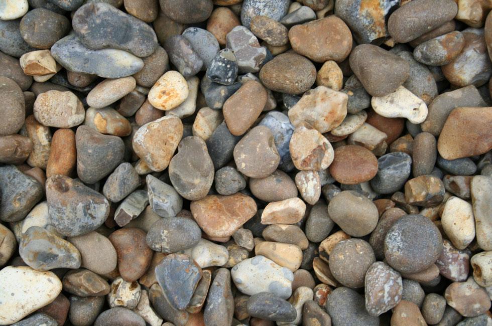 Decorative stone 40mm round stone madingley mulch for Decorative river stones